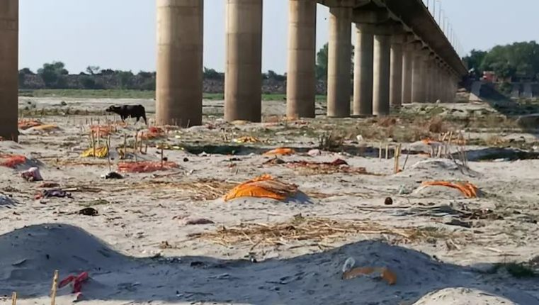 What happened in UP, Bihar is also happening in Uttarakhand; After the Ganges, bodies were now found on the banks of the river Sharu