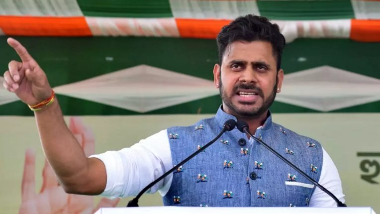 Cricketer's 'debut' in politics; Cricketer Manoj Tiwary wins Bengal Assembly elections