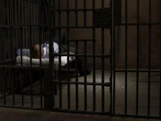 कैद्याच्या हट्टापुढे जेल प्रशासन हतबल… बायको भेटायला येत नाही म्हणून कैद्याचा अन्नत्याग