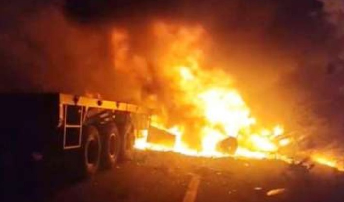 मनमाड-मालेगाव रस्त्यावर 'बर्निंग ट्रक'चा थरार; दाेघांचा मृत्यू