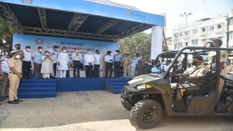 चौपाटीसह शहरातील गस्तीसाठी आता अत्याधुनिक ATV वाहने; CM Uddhav Thackeray यांच्या हस्ते पोलिसांना वाहने प्रदान