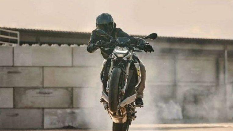 BMW ची S1000R भारतात लाँचिंगसाठी सज्ज, जाणून घ्या फीचर्स