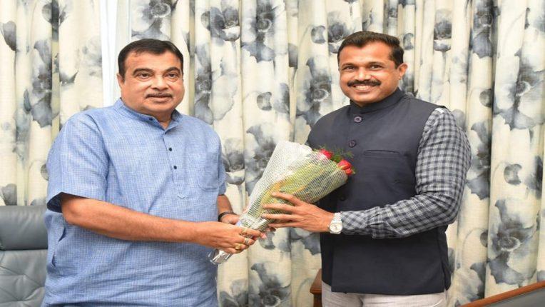 महाराष्ट्र राज्याच्या षष्ट्यब्दी निमित्ताने सार्वजनिक बांधकाम विभाग व राजपथ इन्फ्राकॉन प्रा.लि. यांनी सातारा जिल्ह्यात ठरविलेल्या ४० किलोमीटर अंतराच्या डांबरीकरणाचा विश्वविक्रम संकल्प