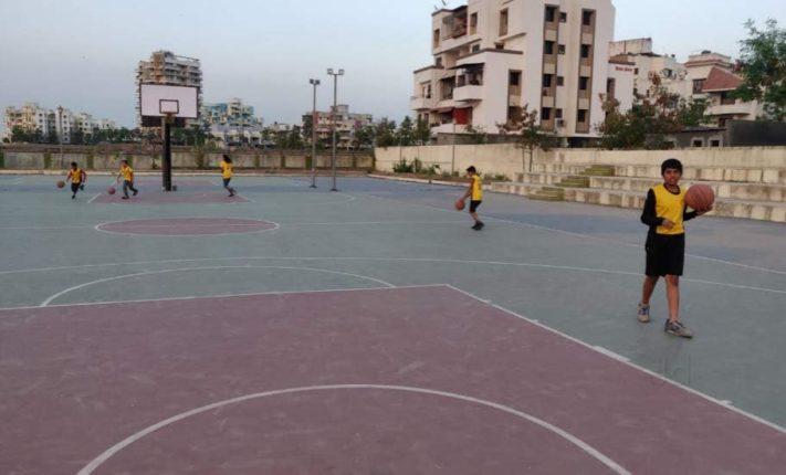 मोशी येथील बास्केटबॉल मैदानाला मिळणार नवसंजीवनी; महेशदादा स्पोर्ट्स फाउंडेशनचा पुढाकार