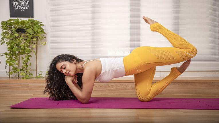 अभिनेत्री अमृता खानविलकरने खास अंदाजात सांगितलं योगाचं महत्त्व, तिच्या Yoga poses बघून हैराण व्हाल!