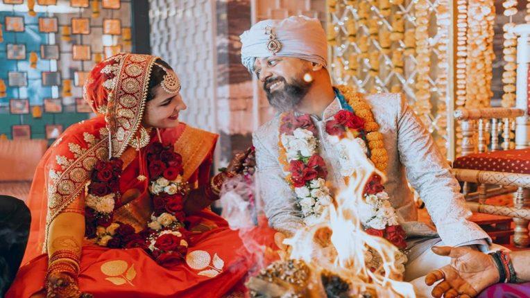 अभिनेत्री अंगिरा अडकली लग्नबंधनात, दिग्दर्शकाबरोबर थाटला संसार!