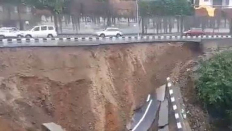 180 crore highway fell into the valley in an instant; The edge of the mountain collapsed
