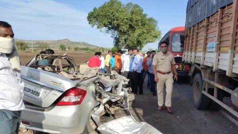 बीड – परळी महामार्गावर कार आणि ट्रॅव्हल्सचा भीषण अपघात; ग्रामसेवकाचा जागीच मृत्यू
