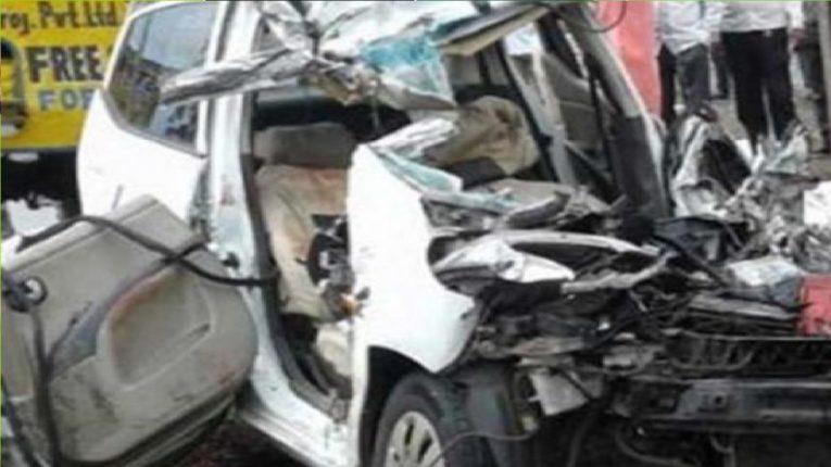 पुणे-सोलापूर राष्ट्रीय महामार्गावर भीषण अपघात; दोघे जागीच ठार