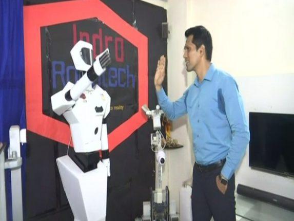 Mumbai's Technician Max; Created robot to treat corona patients