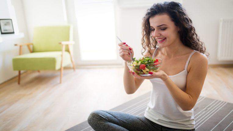 Veg VS Non Veg : शाकाहारी आहार घेत असलेल्यांना गंभीर कोरोना संसर्ग होण्याची शक्यता कमी, परंतु मजबूत प्रतिकारशक्तीसाठी ओमेगा ३ फॅटी ॲसिडही तेवढीच आहेत आवश्यक