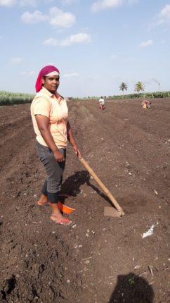 दुर्दैव ! राष्ट्रीय खेलो इंडिया पदक विजेती कुमारी संजना बागडी रोजंदारीवर मजुरी करण्याची वेळ