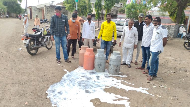 दूधदर वाढीसाठी सरकारला रक्ताचा अभिषेक घालू ; राहुल बिडवे यांचा गंभीर इशारा
