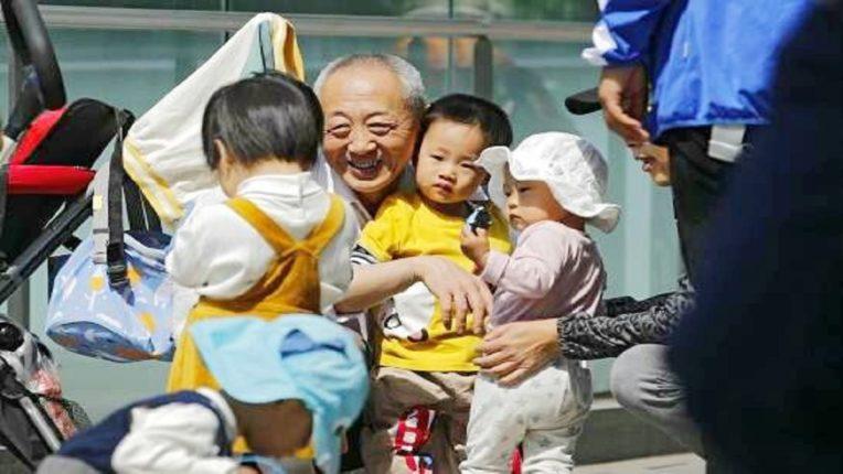 निर्बंध नेहमीच जाचक ठरतात : सर्वाधिक लोकसंख्या असलेल्या चीनमध्ये कुटुंब नियोजन? धोरणात शिथिलता