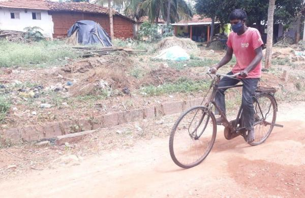 Father's anguish for the unborn child; 300 km journey by bicycle for child medicine