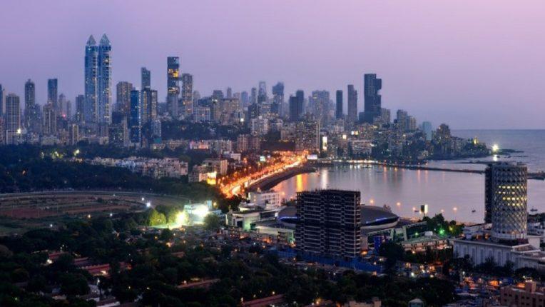 बॉलिवूड कलाकरांच्या पंक्तीत आलं मराठी जोडपं, मुंबईत खरेदी केले १७.५ कोटींचे दोन आलिशान फ्लॅट्स!