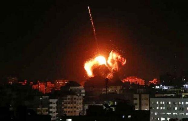 इस्त्रायलचा गाझापट्टीवर पुन्हा हवाई हल्ला, गजातून आगीचे फुगे सोडल्यानंतर केली  कारवाई