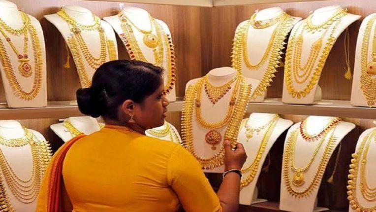 सोन्याच्या किंमतीत वाढ, 'या' दराने मिळत आहे सोने चांदी ; जाणून घ्या