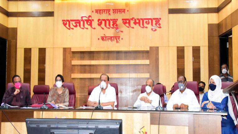 hasan mushrif in a meeting