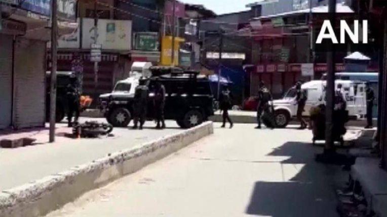 जम्मू-काश्मीरमधील सोपोरमध्ये दहशतवादी हल्ला ; दोन जवान शहीद