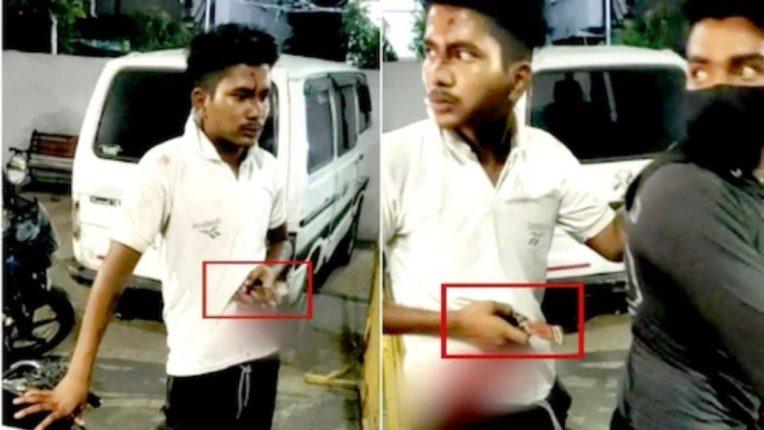 पोटात खुपसलेला चाकू घेऊन 'तो' पोहोचला पोलिस ठाण्यात; घटनेचा व्हिडिओ व्हायरल