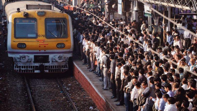 महत्त्वाची बातमी : कंपन्या आतातरी गांभीर्याने घेतील का? उपनगरीय रेल्वे प्रवासासाठी आता सरकारची परवानगी आवश्यक