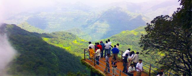 विकेंड सुट्टी , सहलीसाठी पर्यटन स्थळांवर गर्दी करणाऱ्यांना पर्यटकांना उर्मिला मातोंडकरांचे काळजी घेण्याचे आवाहन