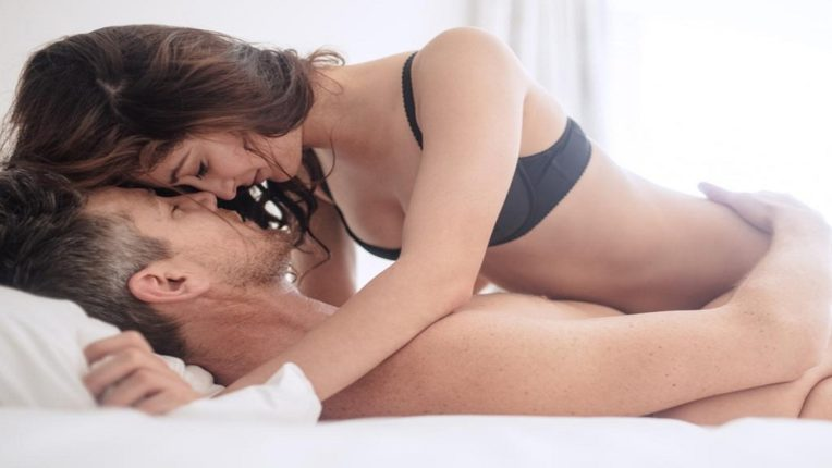 फक्त रात्रच नाही तर 'ही' आहे लैंगिक संबंध (SEX) ठेवण्याची योग्य वेळ; जाणून घ्या सविस्तर