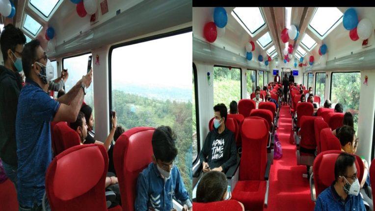 मुंबई-पुणे डेक्कन ट्रेनमध्ये 'विस्टाडोम कोच'; प्रवाशांमध्ये उत्साहाचे वातावरण