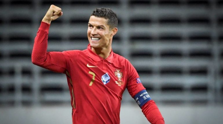 Ronaldo also 'champion' on Instagram; The only player with 300 million followers