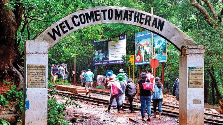 माथेरान पर्यटकांनी फुलले ; पर्यटन पूर्वपदावर आल्याने व्यवसायिकांना मोठा दिलासा