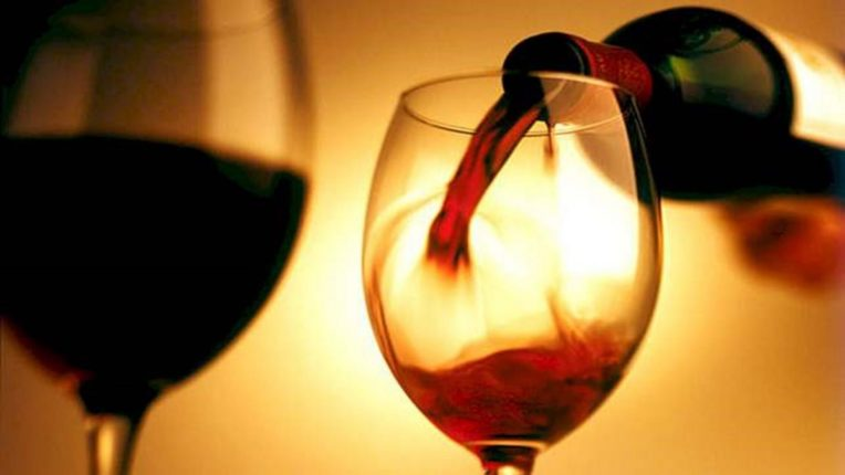 'एक बार मुझे भी सुंगने दे शराबी, देख फिर होता है क्या?'; अल्कोहोलचा वास घेताच कोरोना मरणार; जाणून घ्या नेमकं प्रकरण