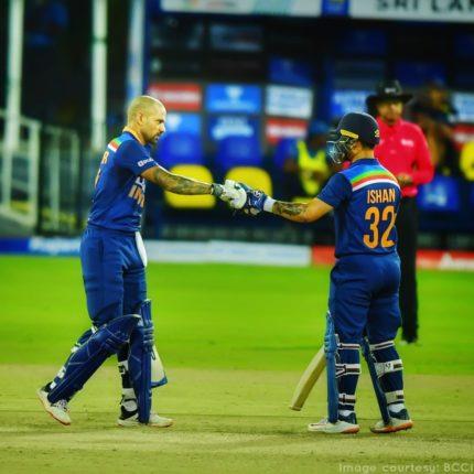 श्रीलंकेविरुद्ध पहिल्या वनडेत भारताचा दणदणीत विजय ; शिखर धवनने मोडले इतके विक्रम