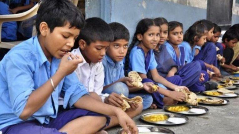 शालेय पोषण आहारासाठी शासन देते १५० रुपये; रकमेकरिता बॅंक खाते उघडण्यासाठी लागतात हजार रुपये, गरीब पालकांना नाहक त्रास