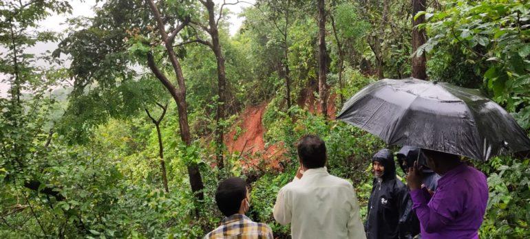 गुहागर तालुक्यातील कुडली गावात दरड कोसळली, कोणतीही जीवितहानी नाही