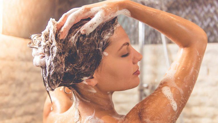 दररोज आंघोळ केल्याचे मोठे दुष्परिणाम, आरोग्यासाठी ठरू शकतं हानिकारक, संशोधक काय म्हणतात? : जाणून घ्या सविस्तर