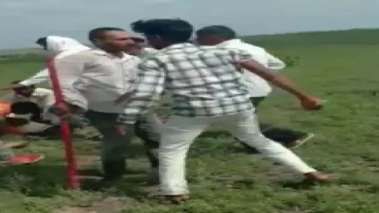 औरंगाबादच्या ओझर गावात गावगुंडांकडून मेंढपाळांना बेदम मारहाण, पोलिसांत गुन्हा दाखल मात्र आरोपी मोकाट