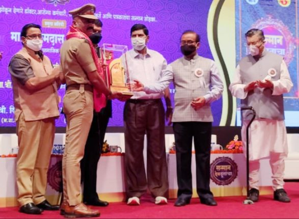 25 Corona rushed to save the lives of the patients; Special felicitation of Police Inspector Balkrishna Sawant