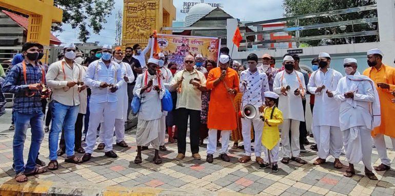 सरकारने वारक-यांवरील दडपशाही थांबवावी ; वारकरी सांप्रदाय, विश्व हिंदू परिषद आणि बजरंग दलाच्या वतीने पिंपरीत आंदोलन