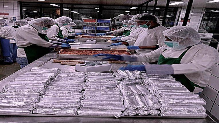 चिपळूण आणि महाड येथील पूरग्रस्त भागात वर्ल्ड सेंट्रल किचनच्या सहयोगाने दररोज १५,००० थाळ्या पुरविणार