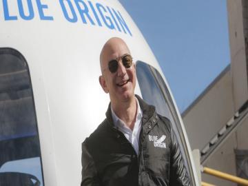 ॲमेझोनचे संस्थापक जेफ बेझोस यांची अंतराळ सफर आज ; पहा त्यांच्या रॉकेट कॅप्सूलचे Exclusive फोटो