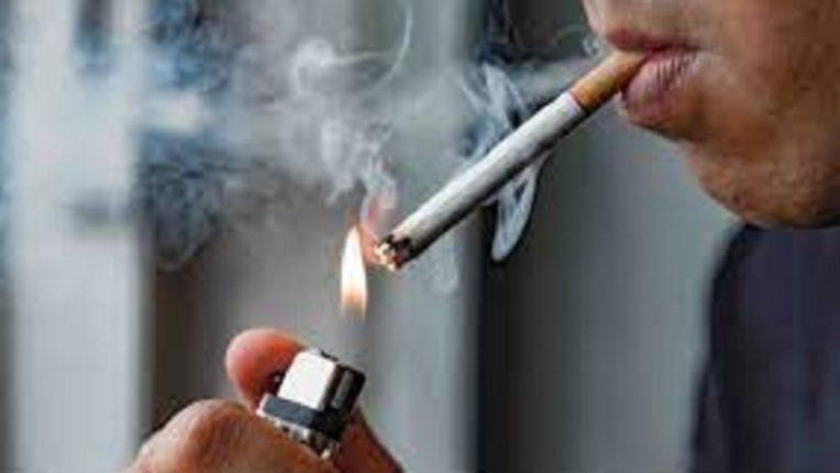 धक्कादायक : सिगरेट पेटवण्यासाठी माचीस न दिल्यानं तरुणाला बेदम मारहाण