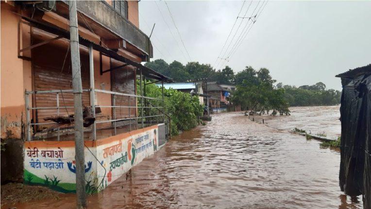 पोलादपूर शहरात पुराचे पाणी शिरले दुकानदार, व्यापारी व नागरिकांचे नुकसान