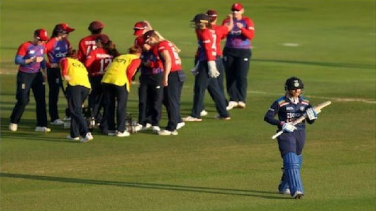 टीम इंडियाच्या कामगिरीवर कोच नाराज, मिडल ऑर्डरमध्ये मोठ्या बदलाचा दिला इशारा