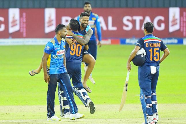 ३ गडी राखत भारतीय संघाने घडवला इतिहास ; पाकिस्तानचे रेकॉर्ड मोडत केला जागतिक विक्रम