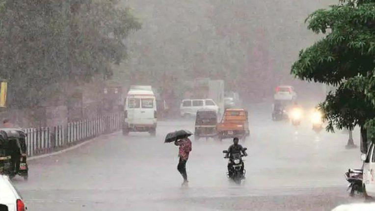 मुंबई उपनगरातमुसळधार पावसाने,सखल भागात पाणी,लोकल सेवा विस्कळीत!
