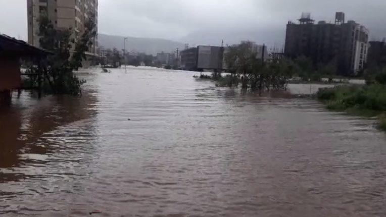 उल्हास नदीने केलं उग्र रूप धारण, अनेक शहर आणि गावांना पुराच्या पाण्याचा मोठा फटका