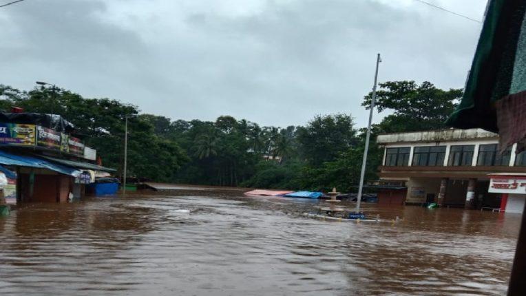 मुसळधार पावसामुळे राजापूर शहराचे मोठ्या प्रमाणात नुकसान, बाजारपेठ पाण्याखाली