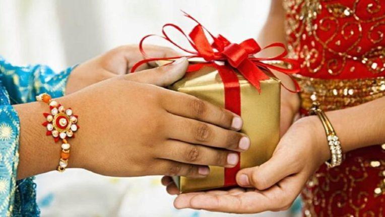 ५ सुंदर आणि संस्मरणीय भेटवस्तू तुम्ही रक्षाबंधनाच्या दिवशी तुमच्या बहिणीला देऊ शकता