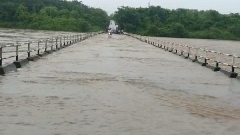 Wide bridges under the Black River under water; 10 to 12 villages lost contact, disrupted public life